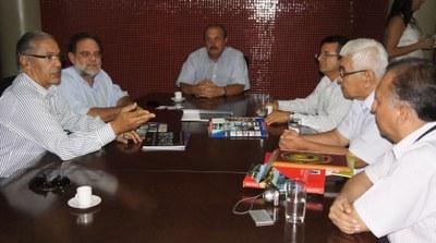 Presidente da Câmara recebe visita de comitiva peruana