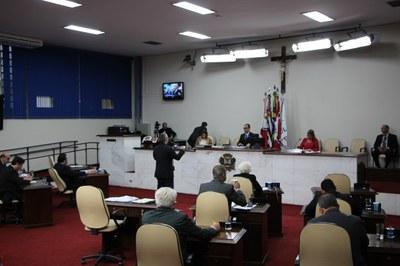 Vereadores aprovam LDO e formação de nova CEI